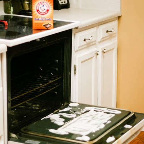 Using baking soda paste on tough cleaning jobs daily mom your dirty stove lets face it commercial chemical oven cleaners are undeniably toxic if you dont feel like dressing yourself in hazmat gear to clean solutioingenieria Image collections