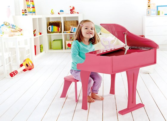 Hape_20130128_E0319 Happy Grand Piano Pink with child-1