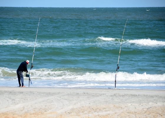Sun sand and surf safety tips and tricks for your beach day for Surf fishing tips