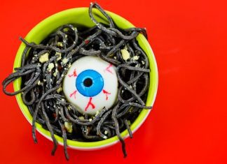 SPOOKY SPAGHETTI: 2 HEALTHY HALLOWEEN DINNER IDEAS