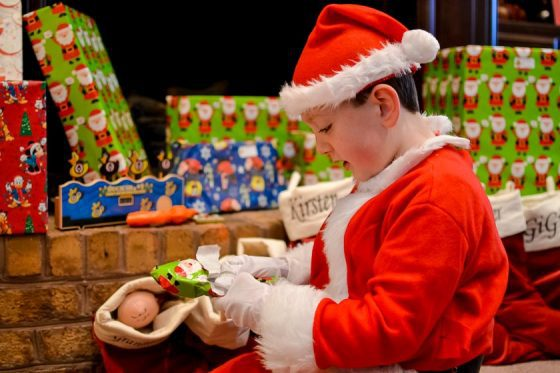 7 TIPS TO AVOID BECOMING A GRINCH THIS HOLIDAY SEASON