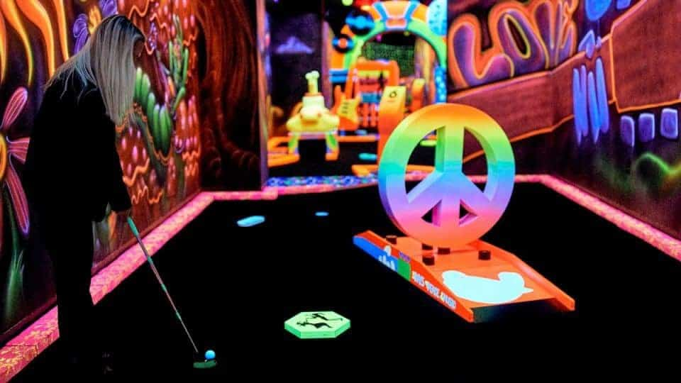 MOA-rock-of-ages-blacklight-minigolf