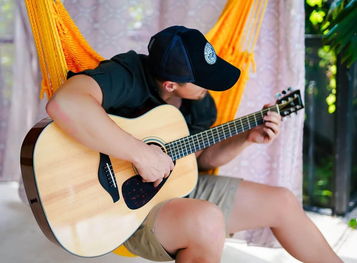 Daily Mom parents portal best gift ideas for men yamaha guitar 3