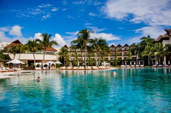 grand_velas_resort_pool (11)