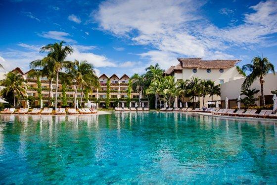 grand_velas_resort_pool (14)