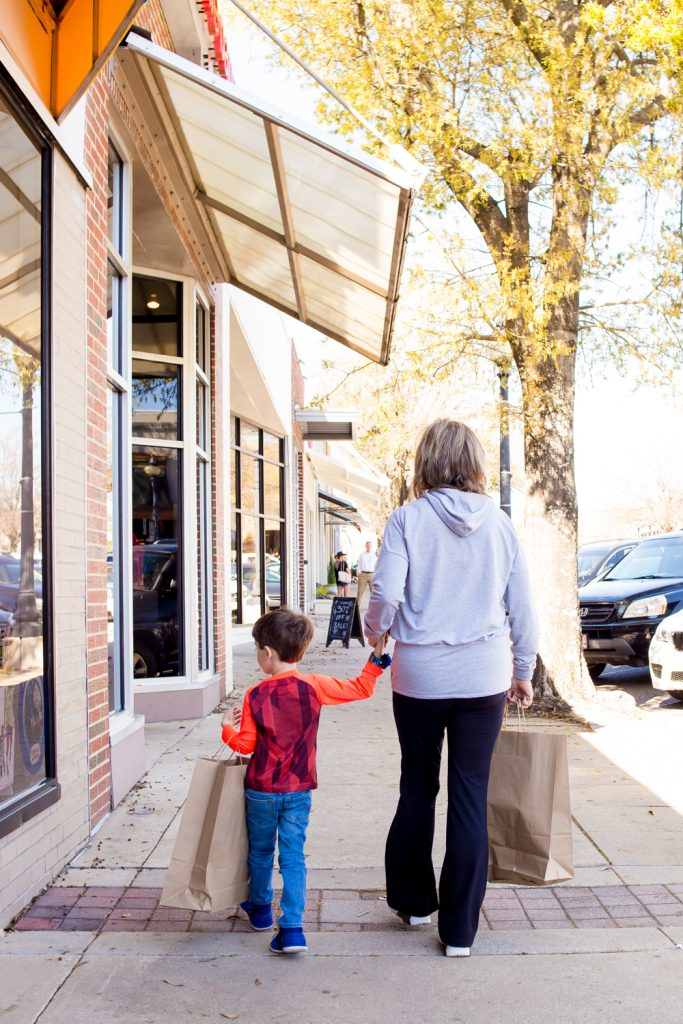The Demise of the Retail Store and the Rise of Online Shopping 2 Daily Mom Parents Portal