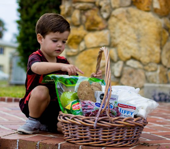 Tips on Holiday Gifting to the Less Fortunate and How to Include Your Kids 7 Daily Mom Parents Portal
