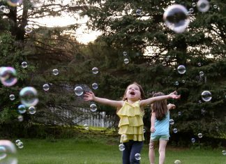 Backyard Bubbles For The Win - Introducing Fobble's Bubble Machine