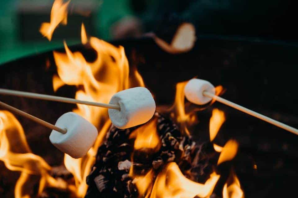 bonfire-smores-fall-bucket-list