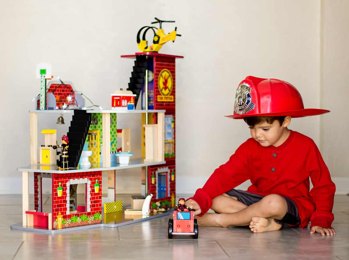 DAILY MOM PARENTS PORTAL KIDCRAFT FIREHOUSE Top Toys of 2018