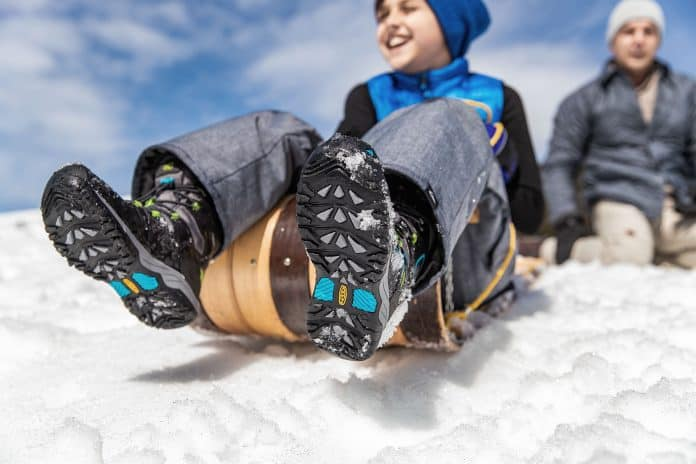 Blog Kidssnowboots Feature1700