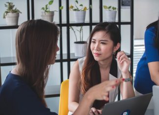 Spotting 5 Traits Of Manipulative People And Ways To Cope