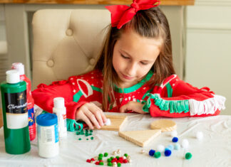 Daily-mom-parent-portal-Holiday Pallet Projects: 7 Creative Diy Ideas
