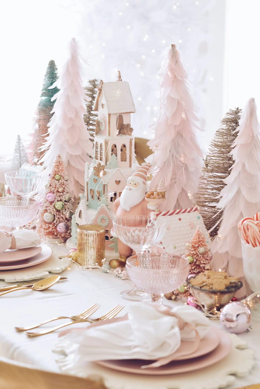 5 Festive Styles To Inspire Your Christmas Centerpiece For The Table