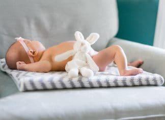 3 Natural Ways To De-stink Your Diaper Pail